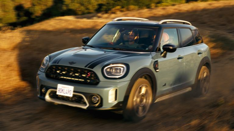 MINI Countryman – side view green and black – model comparison
