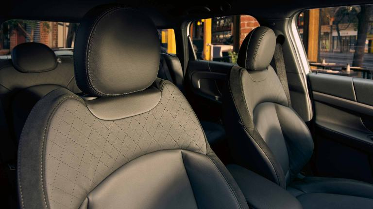 The new MINI Hybrid – electric seat adjustment – memory function